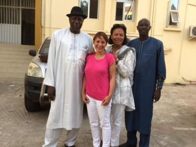 la sortie de l'entre vue avec le directeur de cabinet du ministre de l'Education et Ousmane Diouf directeur de l'enseignement préscolaire  à droite .